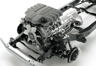 エンジンは、4.6LのV型8気筒ガソリン