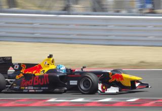 サーキットで1000分の1秒単位の速さを競っているレーシングカーも、そのほとんどは ATを搭載しています。